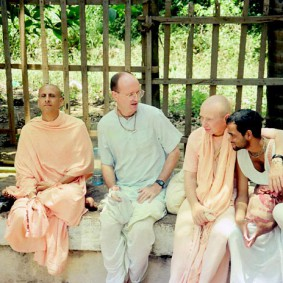 Radhanath Swami 90220017 283x283 Radhanath Swami With Other Devotees