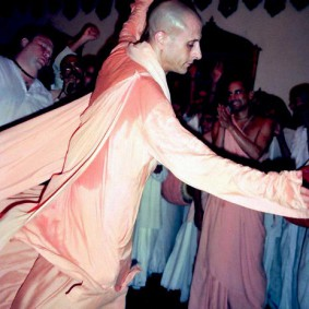 Radhanath Swami Dances in a Kirtan 283x283 Radhanath Swami As a Music Lover