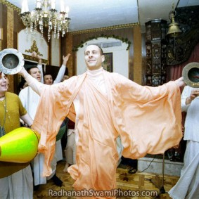 Radhanath Swami Dancing In The Tune Of Holy Name 283x283 Radhanath Swami As a Music Lover