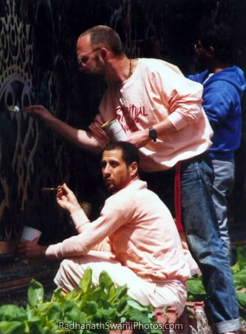 Radhanath-Swami-Painting-The-Outdoor