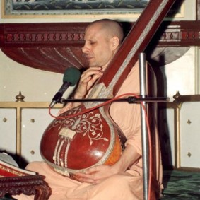 Radhanath Swami Playing Sitar 283x283 Radhanath Swami As a Music Lover