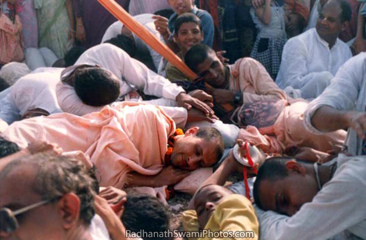 Radhanath-Swami-Taking-Nap-With-Devotees