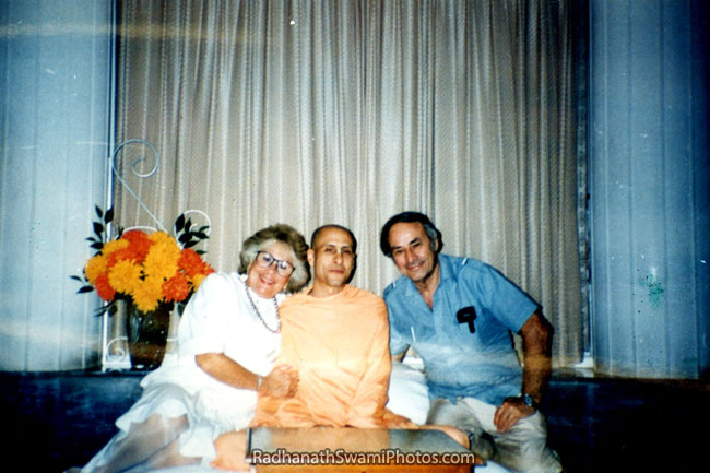 Radhanath-Swami-With-His-Mother-And-Father