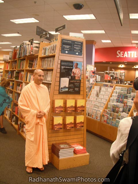 Radhanath-Swami-at-Book-Store