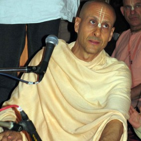 Radhanath Swami singing  283x283 Radhanath Swami As a Music Lover