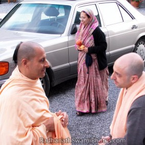 Radhanath Swami with Devotees 4 283x283 Radhanath Swami With Other Devotees