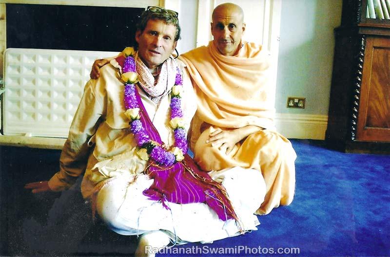 Radhanath-Swami-with-Shyamsunder-Prabhu