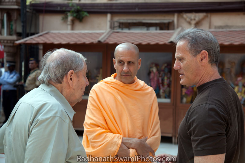 Radhanath-Swami-with-his-Father-and-Gary