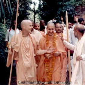 Radhanath Swami with Other Vaishnavas1 283x283 Radhanath Swami With Other Devotees