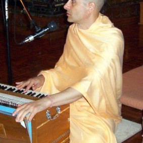 plaing harmonium  283x283 Radhanath Swami As a Music Lover