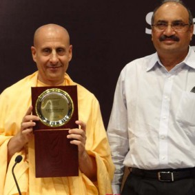 DSC00963 283x283 Radhanath Swami at Gujarat Book Launch