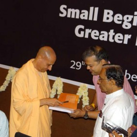 DSC00966 283x283 Radhanath Swami at Gujarat Book Launch