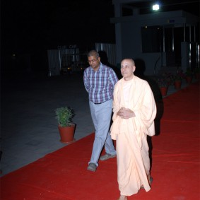 DSC 0036 283x283 Radhanath Swami at Gujarat Book Launch