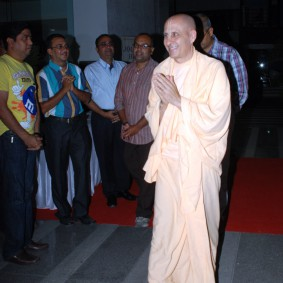 DSC 0039 283x283 Radhanath Swami at Gujarat Book Launch