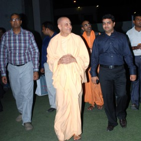 DSC 0042 283x283 Radhanath Swami at Gujarat Book Launch