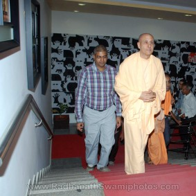 DSC 0048 283x283 Radhanath Swami at Gujarat Book Launch