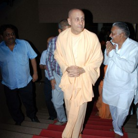 DSC 0054 283x283 Radhanath Swami at Gujarat Book Launch