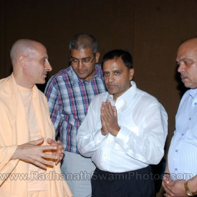 DSC 0060 283x283 Radhanath Swami at Gujarat Book Launch