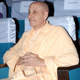 DSC 0071 283x283 Radhanath Swami at Gujarat Book Launch