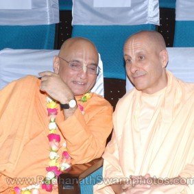 DSC 0085 283x283 Radhanath Swami at Gujarat Book Launch