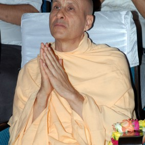 DSC 0113 283x283 Radhanath Swami at Gujarat Book Launch