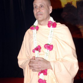 DSC 0131 283x283 Radhanath Swami at Gujarat Book Launch