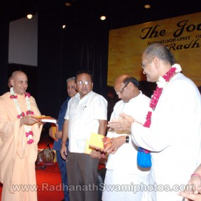DSC 0138 283x283 Radhanath Swami at Gujarat Book Launch