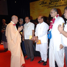 DSC 0140 283x283 Radhanath Swami at Gujarat Book Launch