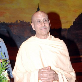 DSC 0152 283x283 Radhanath Swami at Gujarat Book Launch