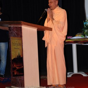 DSC 0163 283x283 Radhanath Swami at Gujarat Book Launch
