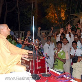 Birla House Kirtan by Radha 283x283 Radhanath Swami At Birla House