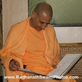 Radhanath Swami reading a book 283x283 Radhanath Swami Visits Midday Meal