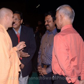Radhanath Swami with Company CEOs 283x283 Radhanath Swami at Inspiro 2012
