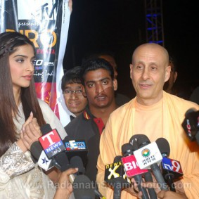 Radhanath Swami with Sonam Kapoor Bollywood Actrees 283x283 Radhanath Swami at Inspiro 2012