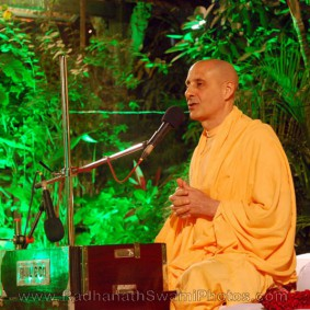 Radhanath Swami Giving a Lecture 283x283 Radhanath Swami At Birla House