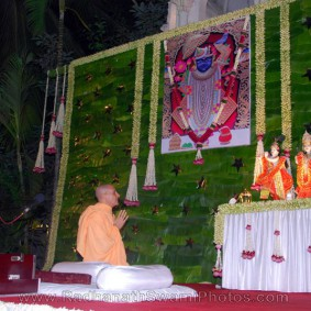Radhanath Swami Praying 283x283 Radhanath Swami At Birla House