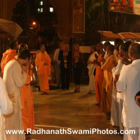 Radhanath Swami Welcomed by Devotees 283x283 Radhanath Swami With Joe Walsh