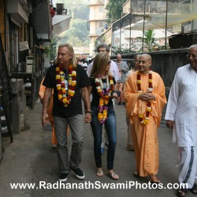 Radhanath Swami at Midday Meal with Joe 283x283 Radhanath Swami Visits Midday Meal