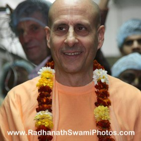 Radhanath Swami in Midday Meal with Joe 283x283 Radhanath Swami Visits Midday Meal