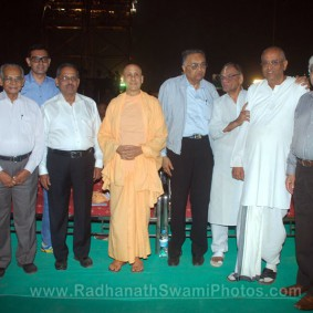 Radhanath Swami with Eminant Personalities 283x283 Radhanath Swami at Inspiro 2012