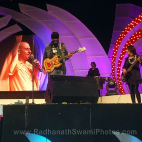Radhanath Swami with Madhavas Band 283x283 Radhanath Swami at Inspiro 2012