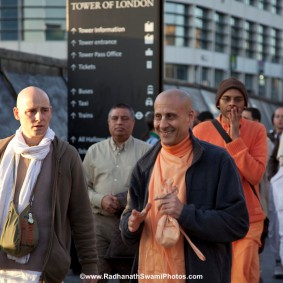 20110408RNSBoatTrip005 new 283x283 Radhanath Swami in London