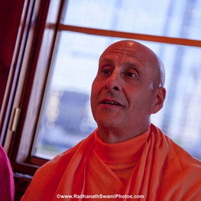 20110408RNSBoatTrip028 new 283x283 Radhanath Swami in London