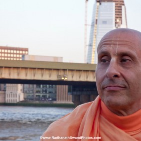 20110408RNSBoatTrip030 new 283x283 Radhanath Swami in London