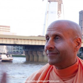 20110408RNSBoatTrip031 new 283x283 Radhanath Swami in London