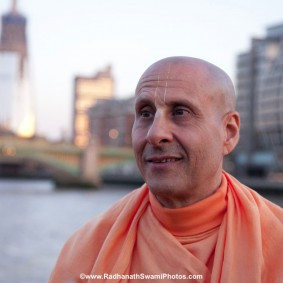 20110408RNSBoatTrip036 new 283x283 Radhanath Swami in London