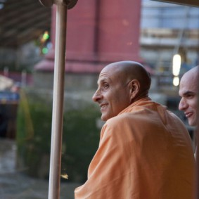 20110408RNSBoatTrip046 new 283x283 Radhanath Swami in London