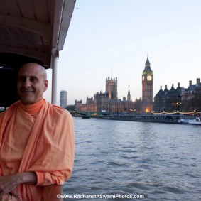 20110408RNSBoatTrip049 new 283x283 Radhanath Swami in London