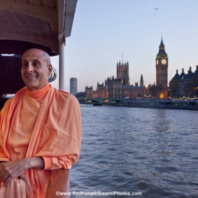 20110408RNSBoatTrip050 new 283x283 Radhanath Swami in London