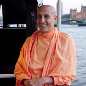 20110408RNSBoatTrip051 new 283x283 Radhanath Swami in London